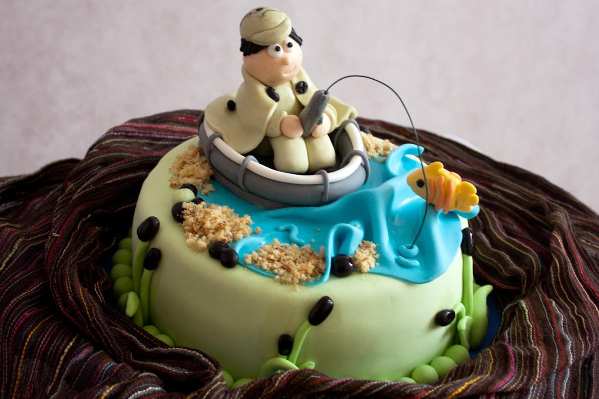 торт из мастики с рыбаком и лодкой